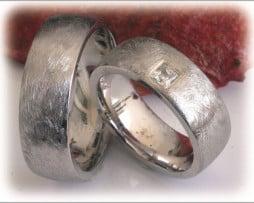 Сватбени Халки IM296 с Диаманти в Бяло Злато или Платина, Мат Скреж