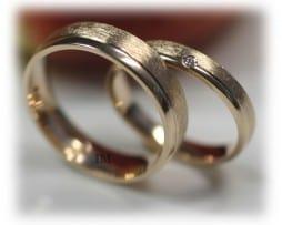 IM349 Сватбени Халки от Жълто Злато с Диамант, мат скреж